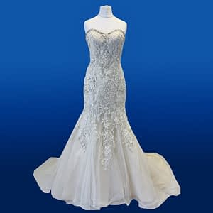 Amelia from the Donna Lee brides collection Size 6